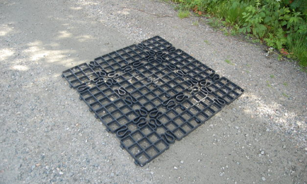 Markplatta i HDPE-plast för armering av olika markytor